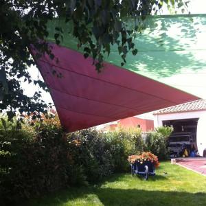 La voile d'ombrage remplace le parasol au pied encombrant 49