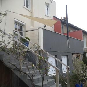 Voiles d'ombrage 35 Rennes au-dessus d'un balcon
