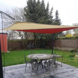 Voiles d'ombrage Terrasse 35 dans jardin près de Rennes
