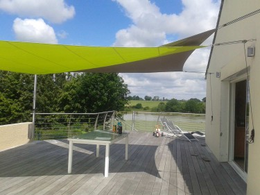 Chassé croisé de voiles sur une terrasse – 44