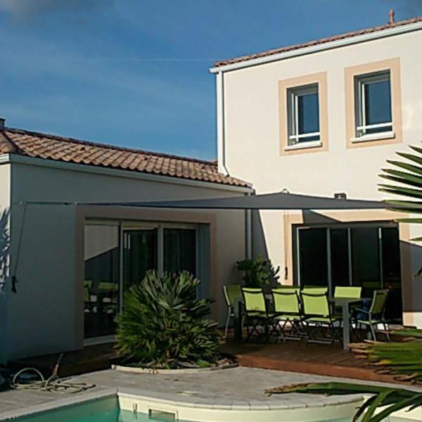 Voile d'ombrage en bordure de piscine – Nantes et sa région