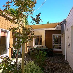 Voiles d'ombrage sur une terrasse de foyer en Vendée
